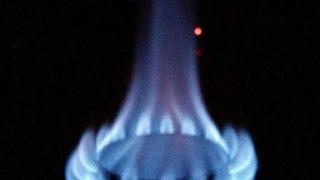 チタンのストーブで静かに揺らぐその火を見つめよう