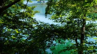 今からの季節にオススメな福島の観光地、五色に変わる不思議な沼